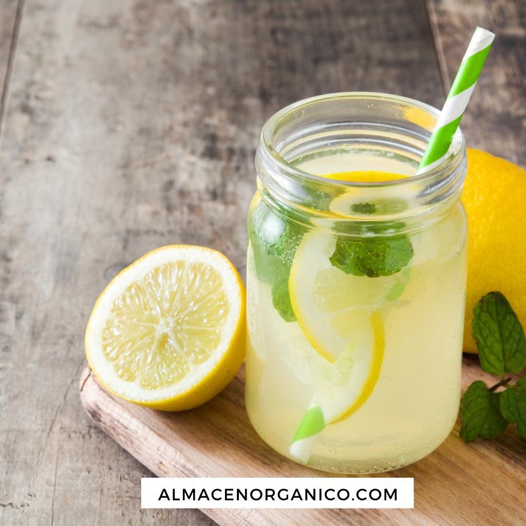 Receta de té frio Sencha con limón, menta y tomillo